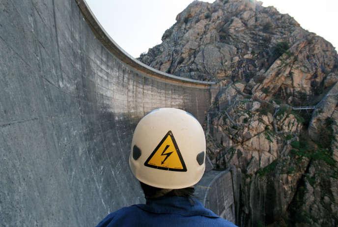 Le processus de mise en concurrence prévoit que, d'ici à fin 2015, 49 barrages, regroupés en dix lots, fassent l'objet d'un renouvellement de leurs concessions.
