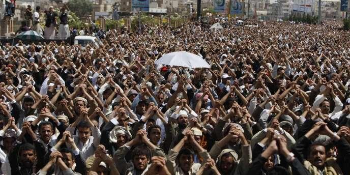 Des manifestants protestent à Sanaa au Yémen, vendredi 3 juin.