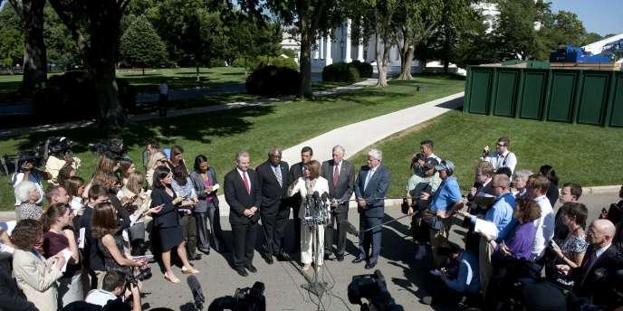 Des représentants démocrates font une déclaration après avoir rencontré Barack Obama pour évoquer le problème de la dette américaine.