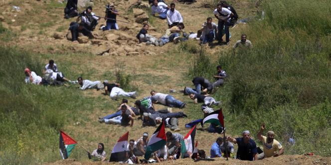 Des manifestants sur le plateau du Golan à terre après que les troupes israéliennes aient ouvert le feu, dimanche 5 juin.