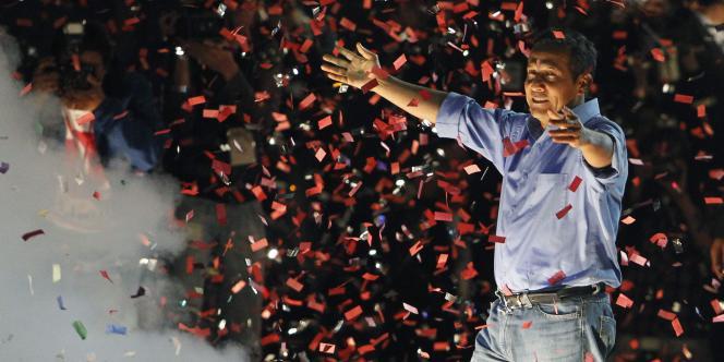 Ollanta Humala fête sa victoire devant ses partisans, dimanche 5 juin.