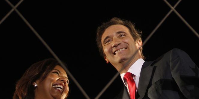 Le leader du PSD, Pedro Passos Coelho, et sa femme, à Lisbonne, le 5 juin 2011.