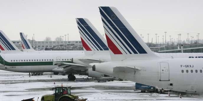 Air France a annoncé que ses passagers peuvent utiliser leurs appareils électroniques personnels durant toutes les phases de vol, y compris lors du roulage, du décollage et de l'atterrissage.