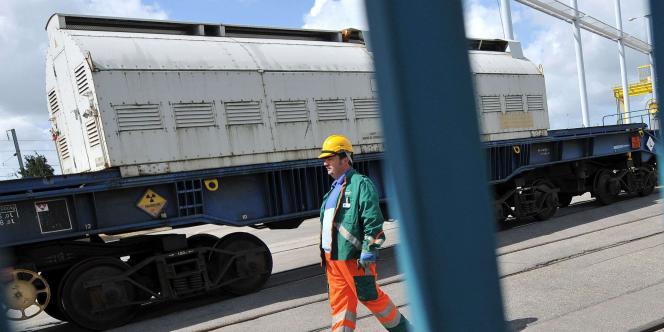 Arrivée d'un convoi de déchets nucléaires, mercredi 8 juin à Valognes dans la Manche.