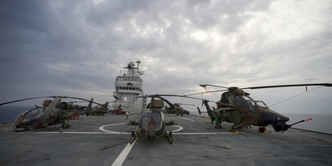 Parmi les activités de l'Agence européenne de défense, on note : le renseignement et la reconnaissance, l'entraînement - notamment des pilotes d'hélicoptères et d'avions de transport ou de combat -, la surveillance maritime...