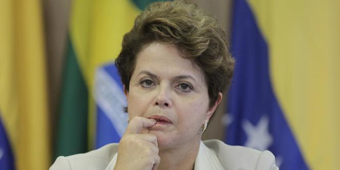 La présidente brésilienne Dilma Roussef. Les pays émérgents ont une épargne domestique plus importante et des réserves de changes colossales qui peuvent les aider à compenser l'hémorragie de capitaux. Brasilia a ainsi pu injecter 45 milliards d'euros dans son économie.