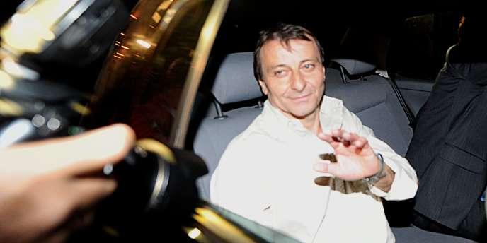 L'Italien Cesare Battisti sort de prison, le 9 juin 2011 à Brasilia.