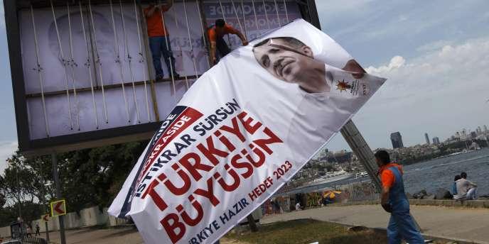 L'AKP de Recep Tayyip Erdogan apparait comme le grand favori des élections en Turquie, dimanche 12 juin.