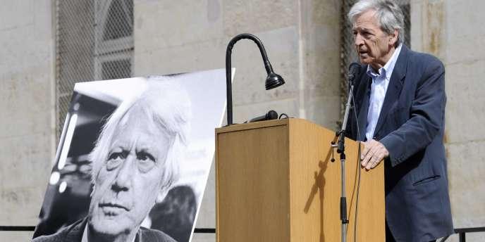Le réalisateur Costa-Gavras a salué la mémoire de Jorge Semprun, samedi 11 juin, avec qui il avait écrit plusieurs scénarios de films, dont