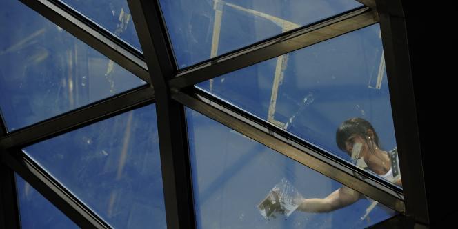 Le dôme vitré de la station de métro de la Puerta del Sol, débarrassé de ses affichettes.