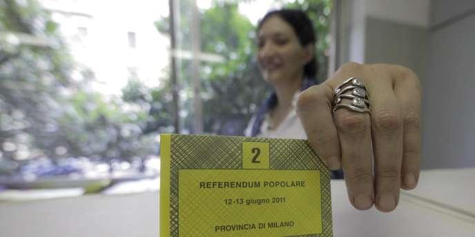 Les Italiens ont commencé à voter, dimanche 12 juin, par référendum sur trois questions dont l'immunité pénale du Cavaliere.
