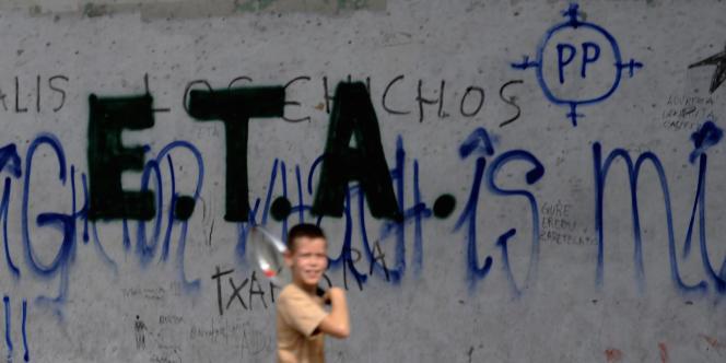Un graffiti représentant le sigle d'ETA au Pays basque espagnol.