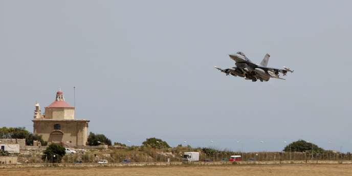 Un F16 américain décolle de Malte, le 8 juin 2011.