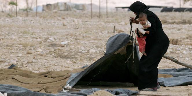 En 2001, des cabanes et des tentes appartenant à des Bedouins ont été détruites par des bulldozers israéliens dans le village de Fasayel, dans la vallée du Jourdain, placée près d'une zone militaire.