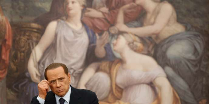 En septembre la presse italienne révèle des écoutes où l'on entend Silvio Berlusconi dire à son ami Valter Lavitola en juillet 2011 :