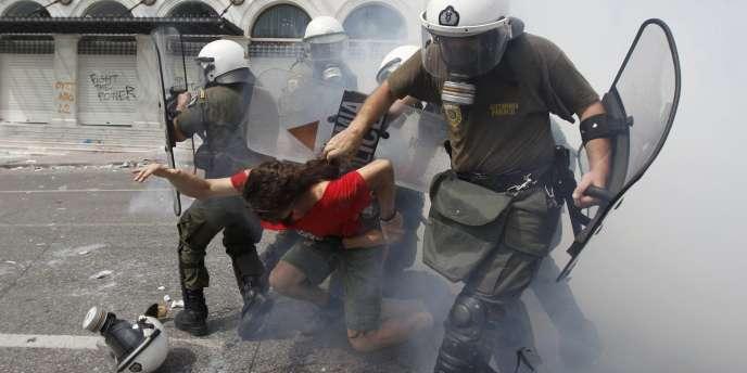 Sept personnes ont été blessées mercredi à Athènes, en marge d'une manifestation contre les nouvelles mesures d'austérité qui doivent être examinées au Parlement mercredi.