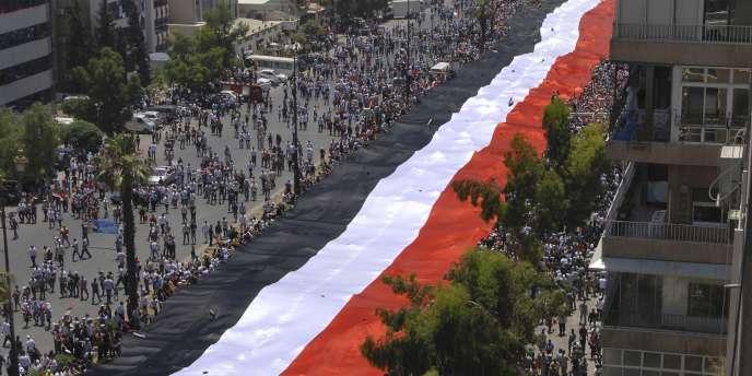 Des milliers de manifestants se sont rassemblés mercredi à Damas pour montrer leur soutien sans faille au régime de Bachar Al-Assad.