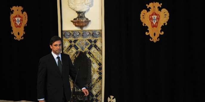 Le nouveau premier ministre, Pedro Passos Coelho, quelques secondes avant une conférence de presse le 15 juin 2011 dans le palais présidentiel de Lisbonne.