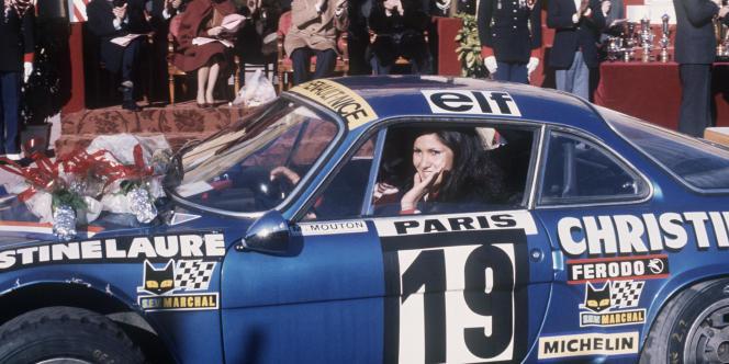 Carlos Tavares, le numéro deux du groupe, a confirmé l'idée de relancer la légendaire Alpine – ici, Michèle Mouton salue la foule au volant de son Alpine Renault, après sa victoire le 22 janvier 1976 de la Coupe des dames lors du rallye de Monte-Carlo.