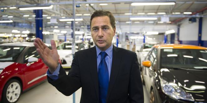 Le ministre de l'industrie, Eric Besson, en novembre 2010, lors d'une visite à l'usine PSA Peugeot Citroën de Poissy.