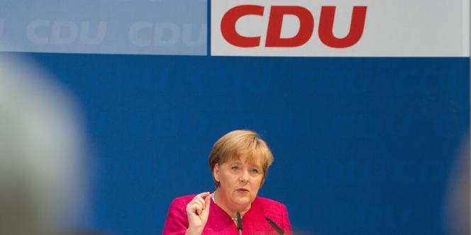 Devant les militants de la CDU réunis à Berlin, Angela Merkel est repartie à la charge contre les créanciers privés de la Grèce, samedi 18 juin.