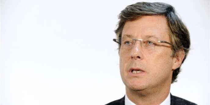 Le 27 août, Sébastien Bazin, qui représentait le fonds d'investissement américain Colony Capital au conseil d'administration d'Accor, a été nommé PDG du groupe hôtelier (Sébastien Bazin, le 3 février 2009, à Paris).