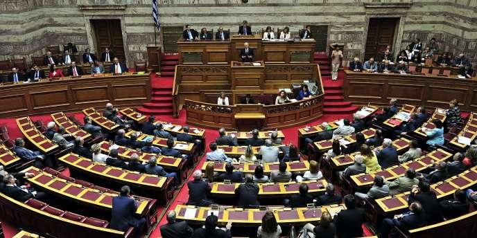 Le premier ministre grec George Papandréou fait face au parlement grec, dimanche 19 juin.