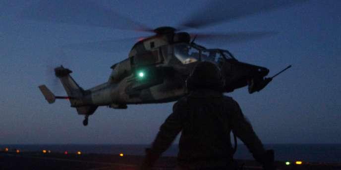 Selon le chef d'état-major des armées, l'amiral Edouard Guillaud, le surcoût pour le budget de l'Etat s'élève actuellement à environ 160 millions d'euros après quatre mois de frappes aériennes.