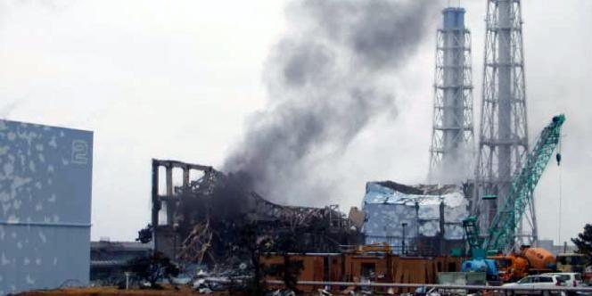 De la fumée s'échappe du réacteur n°3 de la centrale de Fukushima Dai-Ichi. Une photo rendue publique par Tepco le 21 mars 2011.