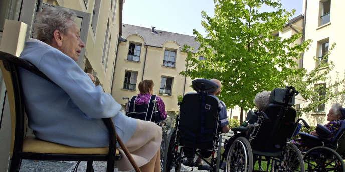 Des pensionnaires de la résidence pour personnes âgées de Saint-Nicolas, à Caen.