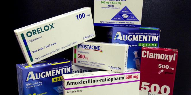 Des antibiotiques de marque et les médicaments génériques correspondants.