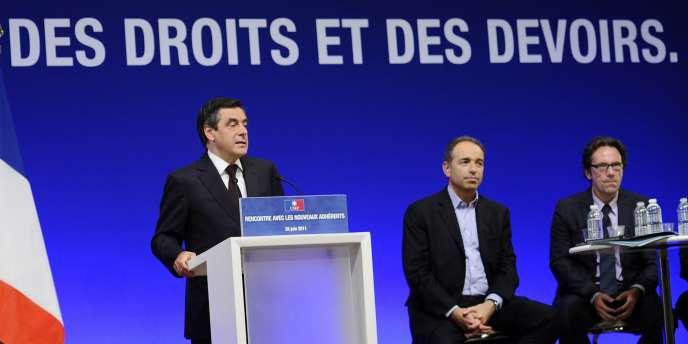 Le premier ministre François Fillon s'exprime, samedi 25 juin à Paris, devant plusieurs centaines de nouveaux adhérents à l'UMP.