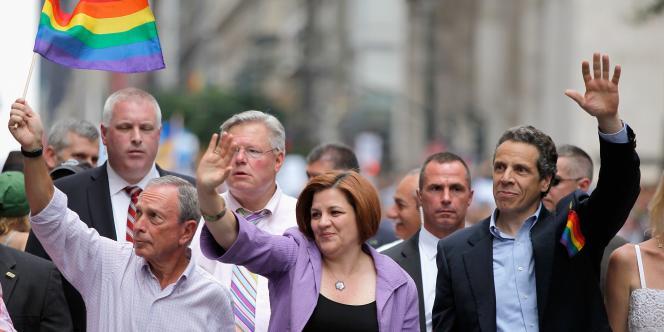 Vendredi, le gouverneur de New York, Andrew Cuomo, a signé la loi votée le jour-même par le Sénat de son Etat, qui a légalisé le mariage entre couples du même sexe.
