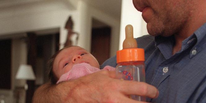 La présence du père durant les deux premières années d'un enfant semble favoriser sa socialisation future.