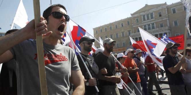 En juin 2011, la Grèce tournait au ralenti alors que les députés poursuivaient l'examen d'un projet de loi budgétaire d'austérité, crucial pour l'obtention d'un nouvelle aide financière.