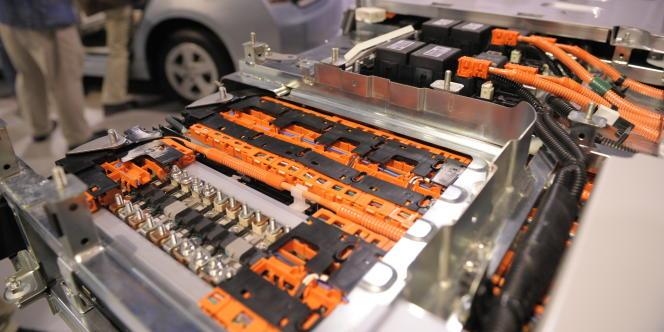 L'objectif du partenariat CEA-Sarp est de mettre au point des techniques de démantèlement des batteries usagées, de broyage et de séparation des liquides et des solides qui permettront de récupérer solvants et métaux comme le lithium, mais aussi le cuivre, le cobalt, le nickel et le manganèse.