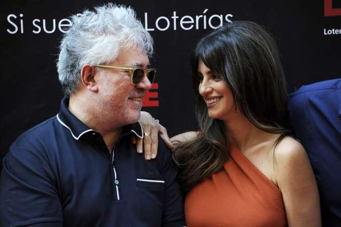 Perdo Almodovar et Penelope Cruz, à Madrid le 27 juin 2011
