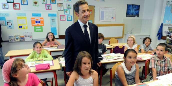 Nicolas Sarkozy dans une classe de primaire à La Canourgue, le 21 juin 2011.