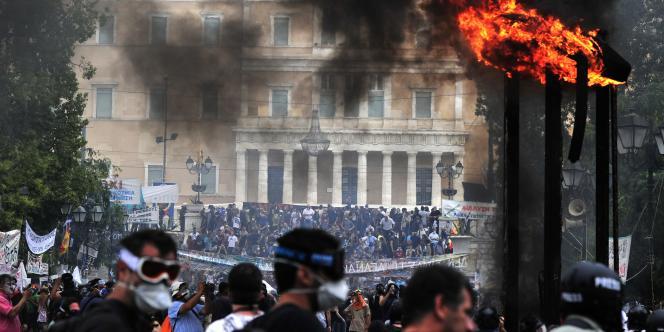 Devant le Parlement grec, sur la place Syntagma, mercredi 29 juin.