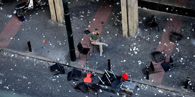 Un gréviste au repos, mercredi 29 juin à Athènes.