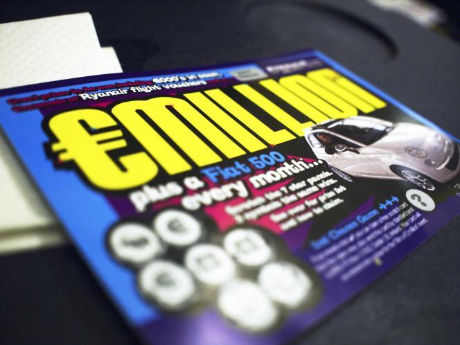 Le jeu à gratter de Ryanair (2 euros la carte) : le premier lot est une Fiat 500 à gagner tous les mois.