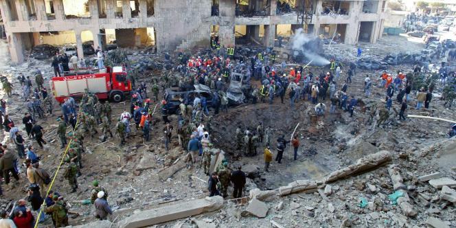 Sur les lieux de l'attentat qui a coûté la vie à l'ancien premier ministre libanais, Rafic Hariri, le 14 février 2005, à Beyrouth.