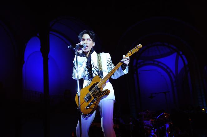Le chanteur Prince, en concert au Grand Palais à Paris, le 11 octobre 2009.