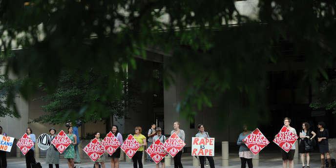 Manifestation féministe devant le FMI, le 18 mai.