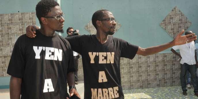 Simon Kouka et Cheikh Fadel Barro, du mouvement Y'en a marre à Dakar, en juin 2011.