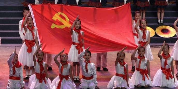 Des jeunes recrues lors de la célébration des 90 ans du Parti communiste chinois à Chongqing, le 1er juillet 2011.