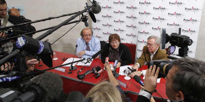 Marie-Ange Laroche, la veuve de Bernard Laroche, aux côtés de son avocat Gérard Welzer, en novembre 2009.