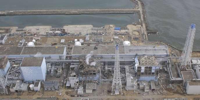 Une photo aérienne de la centrale de Fukushima montre les dégâts provoqués par le tsunami du 11 mars.