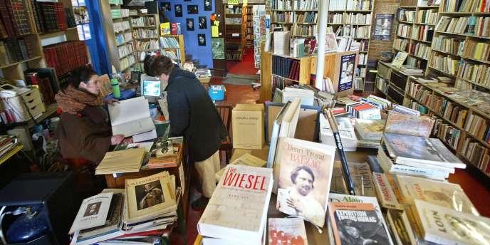 Une librairie à Bécherel, en Bretagne, en février 2003.