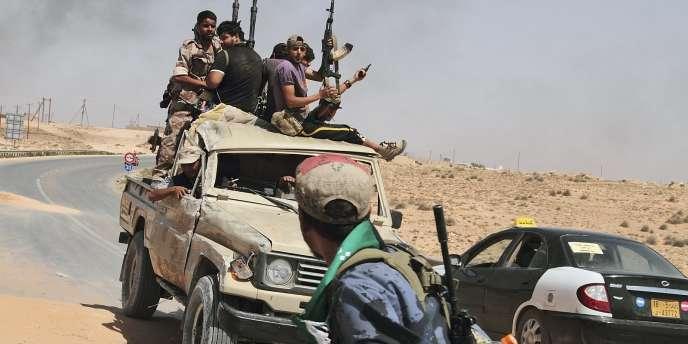 Le CNT est parvenu à étendre les zones sous son contrôle le long d'une bande de trois cents kilomètres, jusqu'à la frontière avec la Tunisie.
